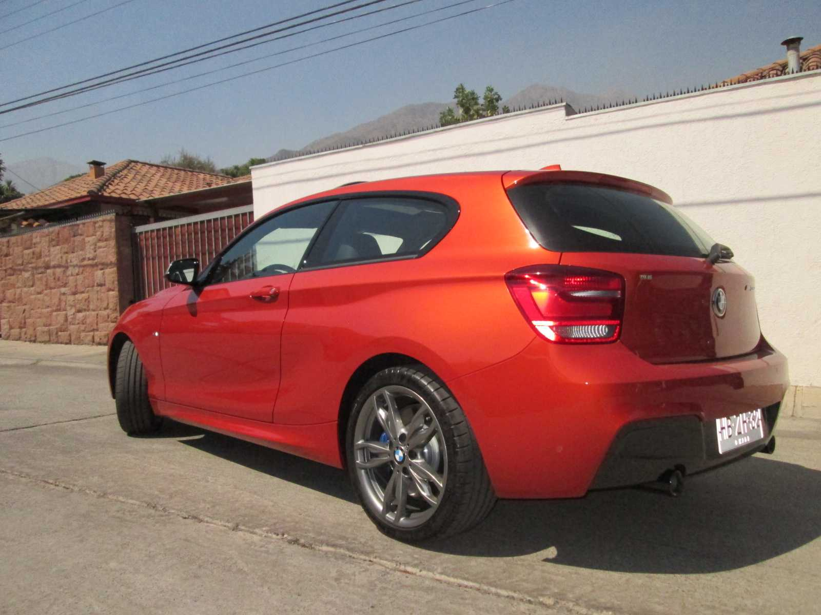 bmw serie 1 m135i 320 cv 8at 2015 frente a frente con la bestia rutamotor. Black Bedroom Furniture Sets. Home Design Ideas