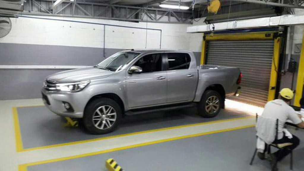 Toyota Hilux espia 2016 3