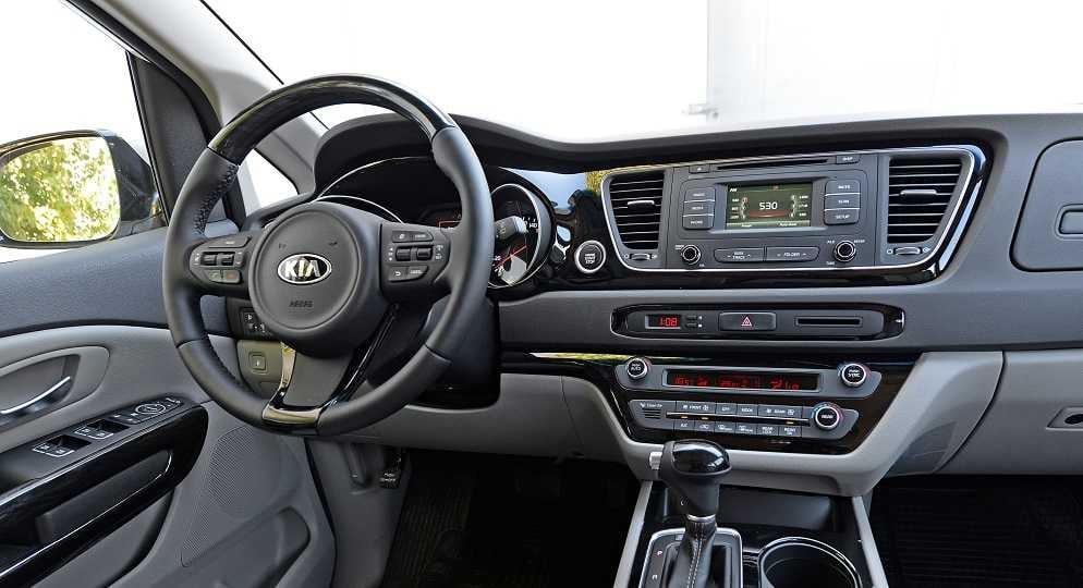 KIA Carnival EX 2.2L DSL 6AT 8P Limited 2015 Test Drive Rutamotor (47)