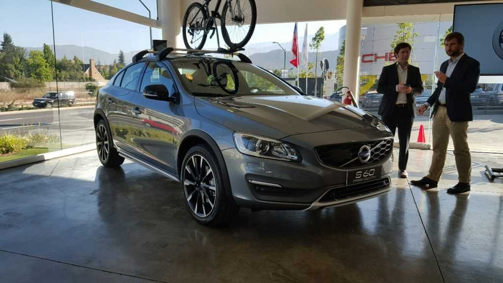 Volvo S60 Cross Country (3)