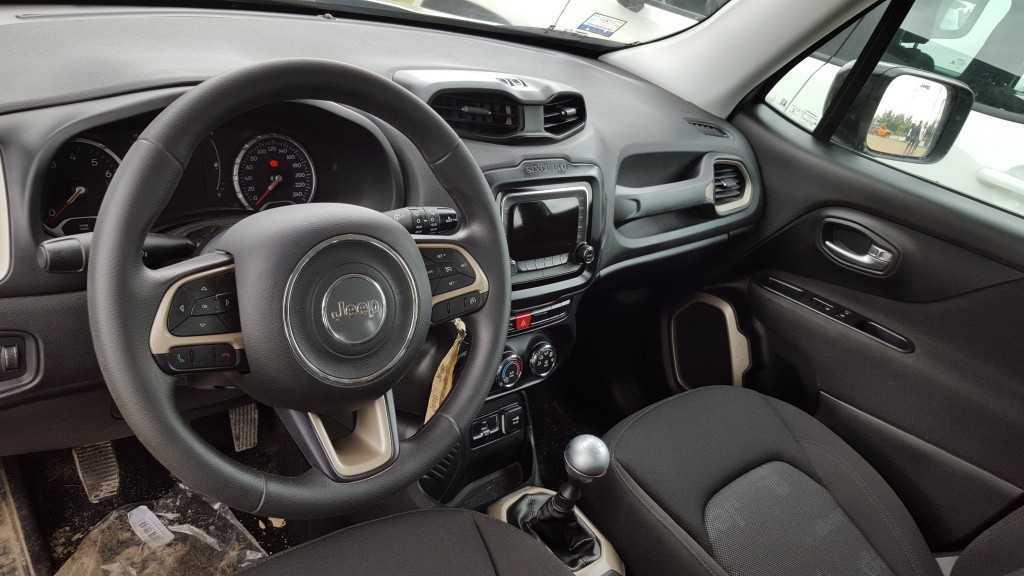 Jeep Renegade 2016 (22)