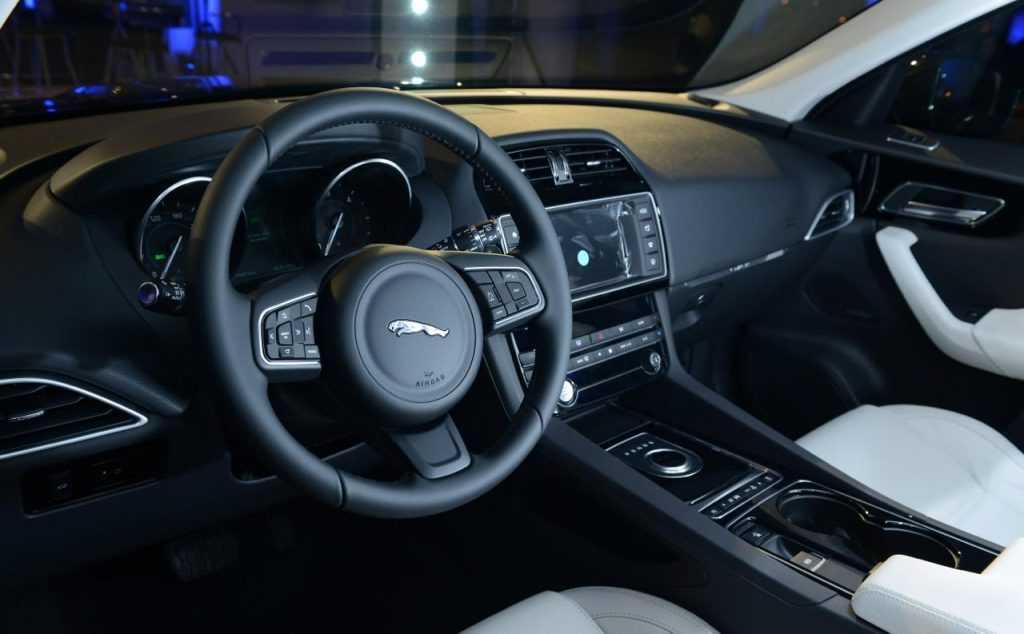 Jaguar F-Pace 7