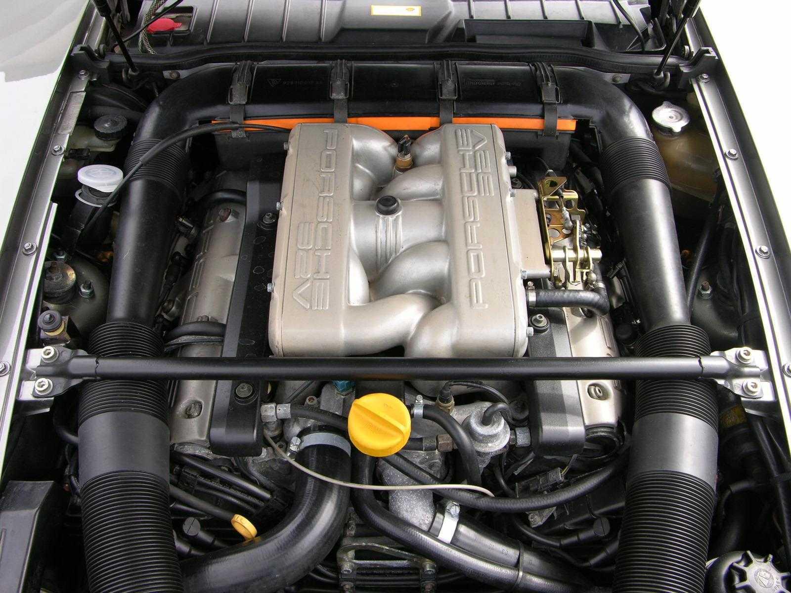 1987_Porsche_928_S4_V8